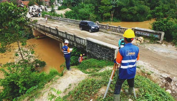 Pemetaan Topografi dan Situasi pada Inspeksi dan Audit Struktur Jembatan Citra Maja Raya, 2017