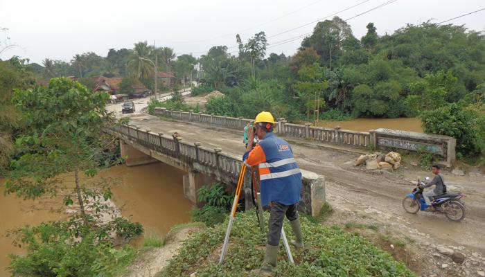 Pemetaan Topografi dan Situasi pada Inspeksi dan Audit Struktur Jembatan Citra Maja Raya