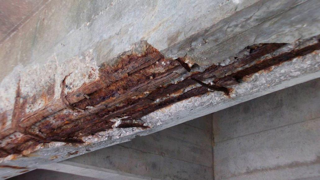 Kerusakan beton karena korosi pada tulangannya, apa sebabnya? bagaimana mencegah dan mengatasinya